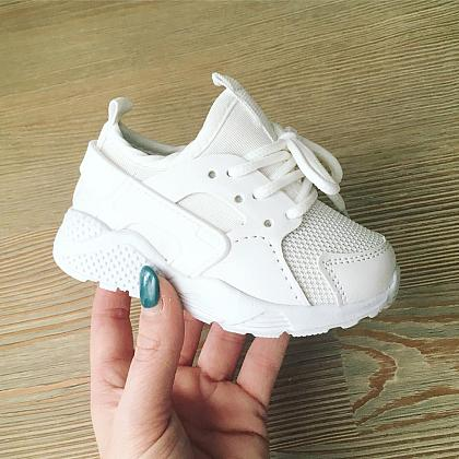 Kindermusthaves - Budget proof sneakers!