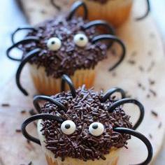 Kindermusthaves - TIP: Halloween Spider Cupcakes!