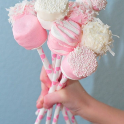 Kindermusthaves - Traktatie Babyshower: Marshmallow Pops