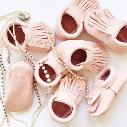 Kindermusthaves - Moccs to love!