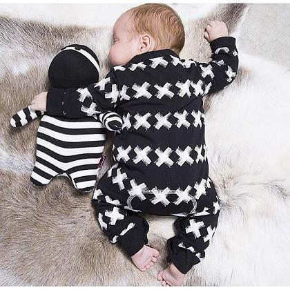 Kindermusthaves - Adorable in monochrome look!