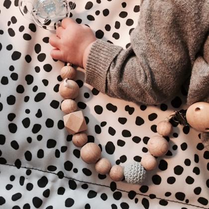 Kindermusthaves - Speenkoord van houten kralen!