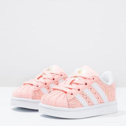 Kindermusthaves - Coral sneakers!