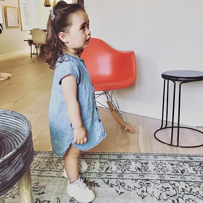 Kindermusthaves - Say YES to the denim dress!