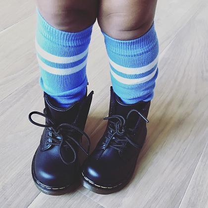 Kindermusthaves - Lichtblauwe kniekousen!