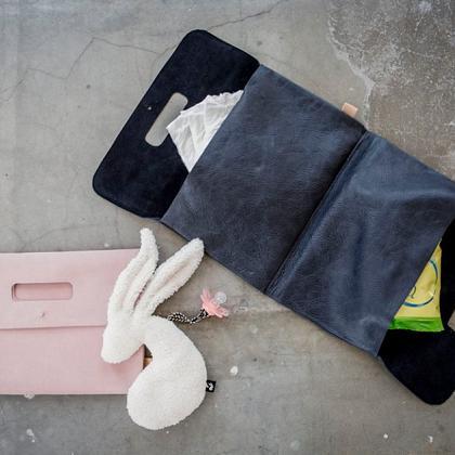 Kindermusthaves - Leren diaper clutch!