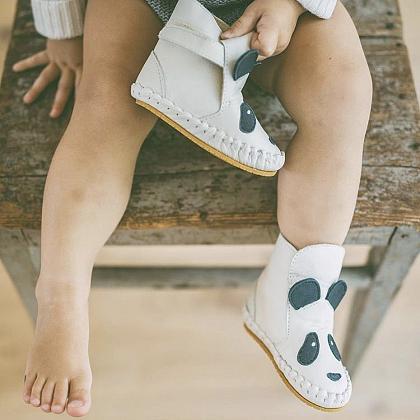 Kindermusthaves - Panda boots!