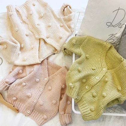 Kindermusthaves - Knitted Pom Pom!