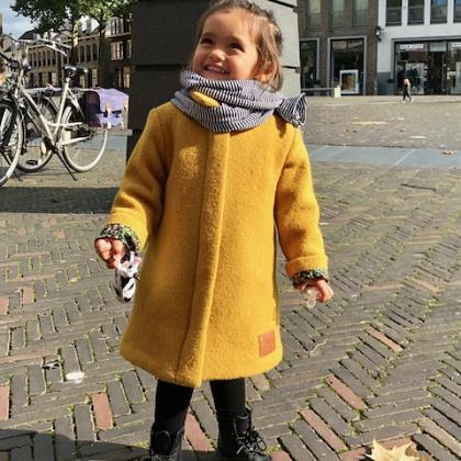Kindermusthaves - Okergele jas!