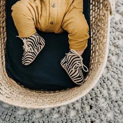 Kindermusthaves - Mosterdgele onesie!