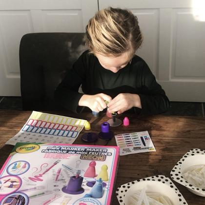 Kindermusthaves - IN THE SPOTLIGHTS: de Crayola Marker Maker!