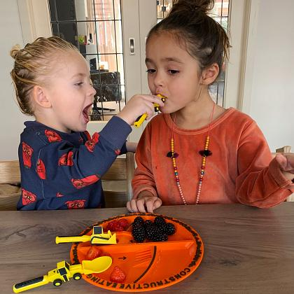 Kindermusthaves - IN THE SPOTLIGHTS: Constructive Eating!