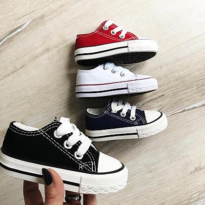 Kindermusthaves - Budget sneakers!