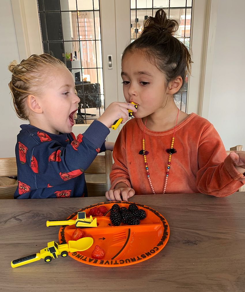 IN THE SPOTLIGHTS: Constructive Eating!