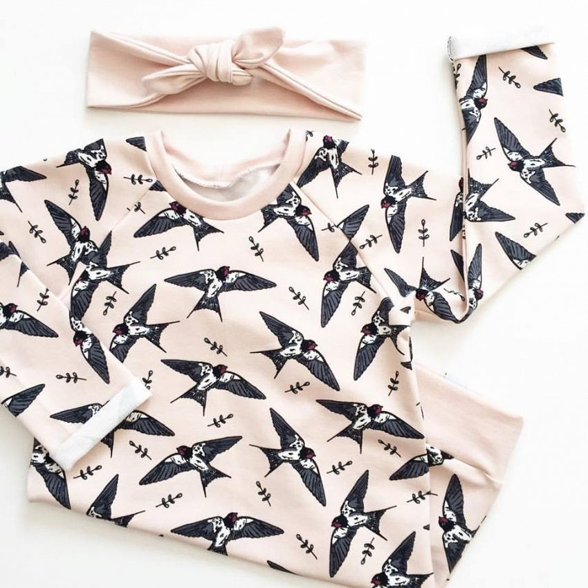 Sweaterdress met zwaluwen!